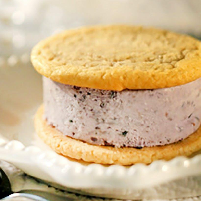 Blackberry Cobbler Ice Cream Sandwich - 8 Pack