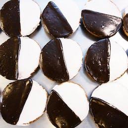 Black & White Cookies - 8 Pack